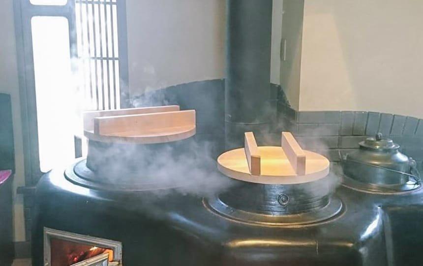 かまどでの調理